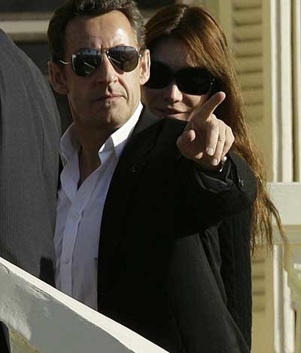 Sarkozy y Bruni en su llegada a Egipto