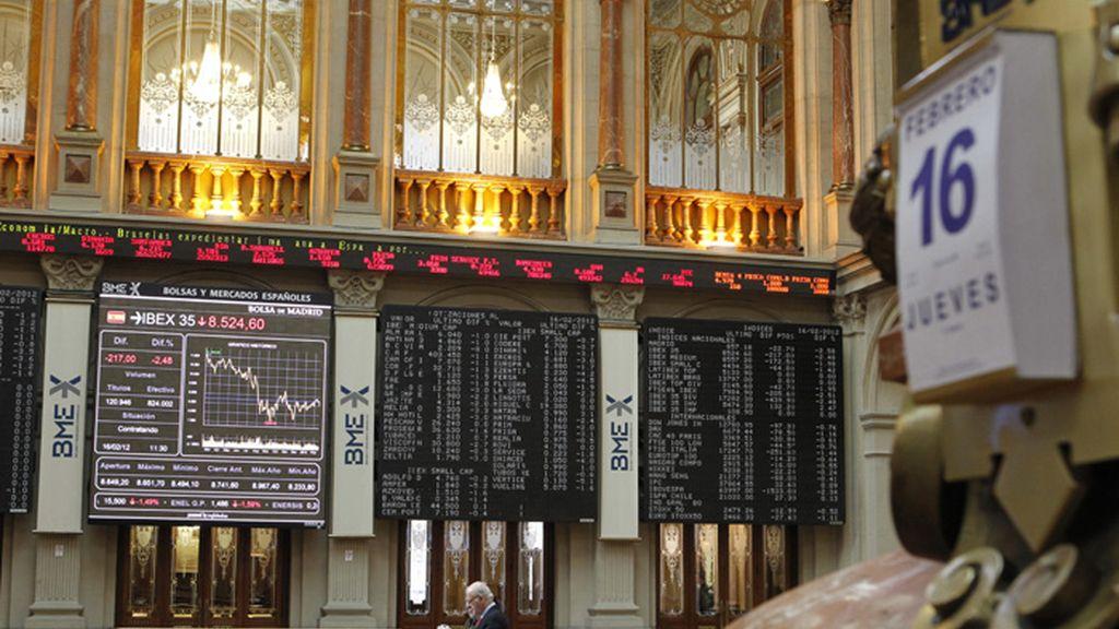 El Ibex se desploma un 2,1% por el castigo a la banca y la vuelta de las ventas a corto.