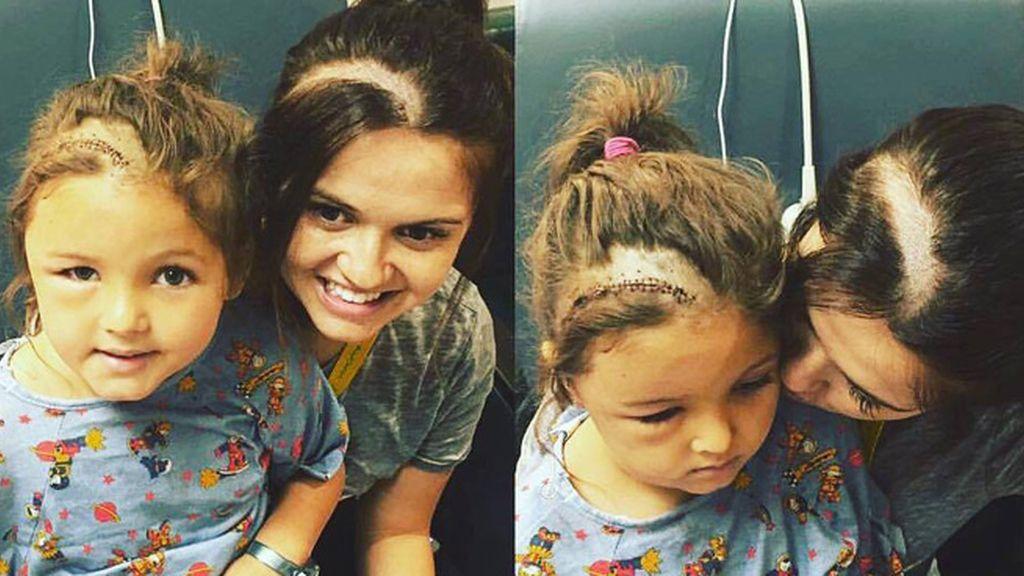 El emotivo gesto de una madre para acompañar a su hija tras ser operada de un tumor cerebral