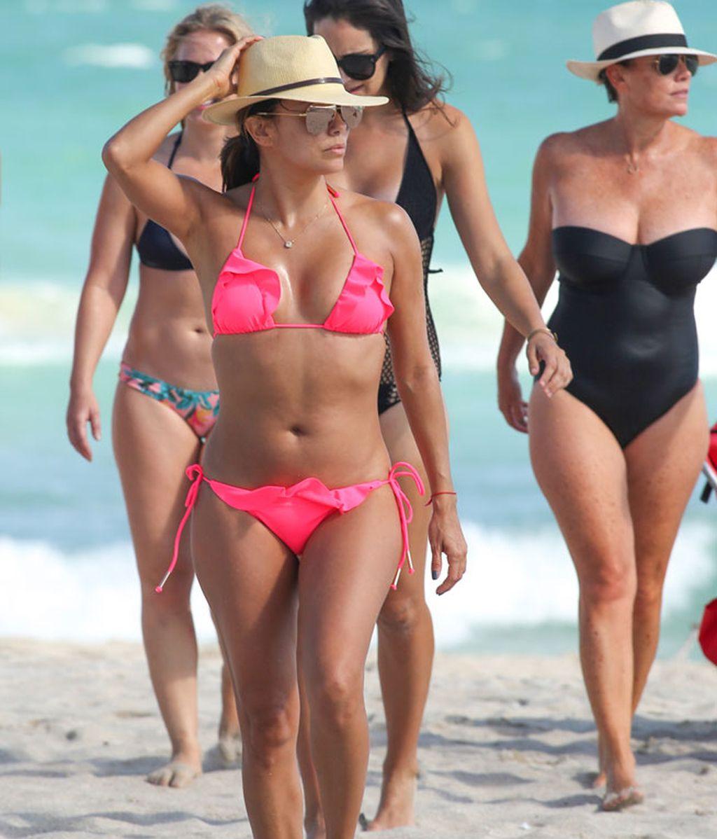Eva Longoria, bikini rosa para su despedida de soltera en Miami
