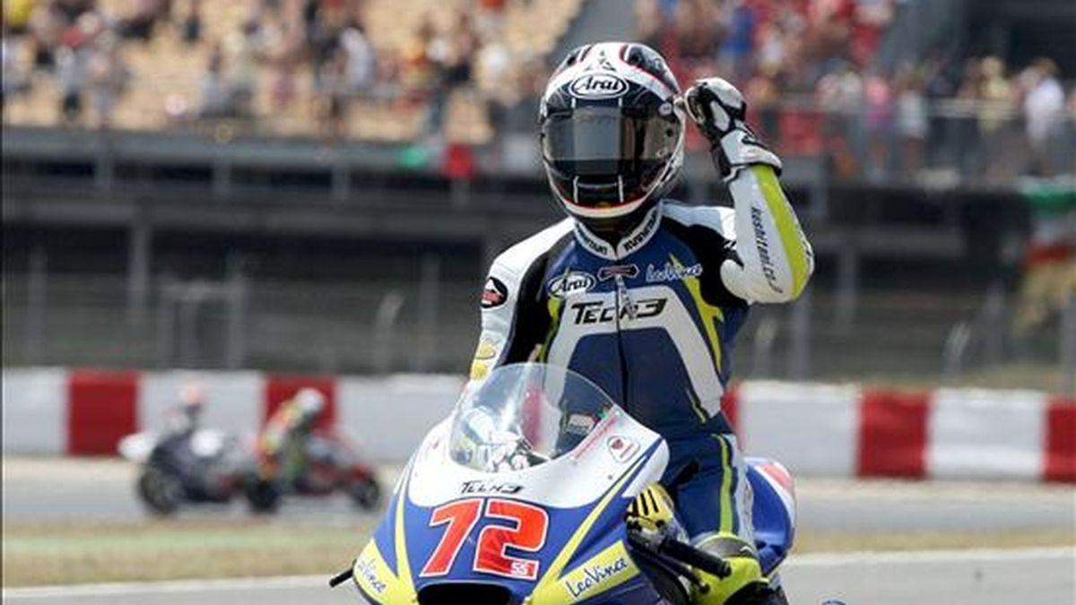 El piloto japonés de Moto 2 Yuki Takahashi (Tech 3) hace un gesto tras ganar el Gran Premio de Cataluña que se celebró hoy en el Circuito de Catalunya en Montmeló (Barcelona). EFE