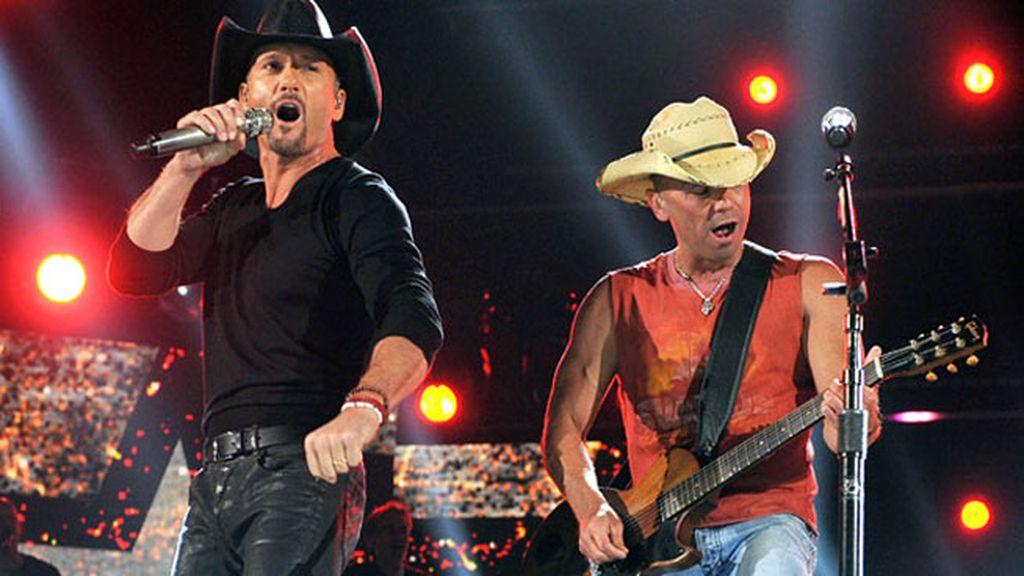 7. Las estrellas del country Kenny Chesney y Tim McGraw se embolsaron 96 millones