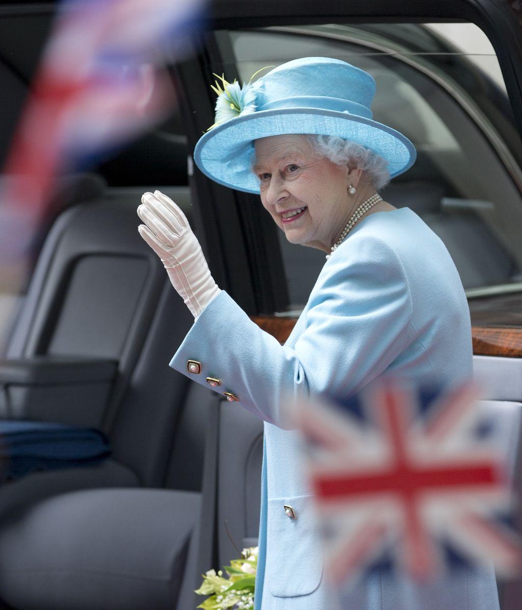 La Reina Isabel estrena las nuevas oficinas de la BBC