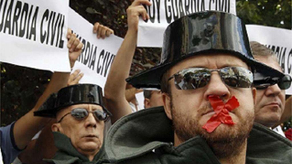 """Los guardias civiles inician su manifestación al grito de """"no más recortes"""""""