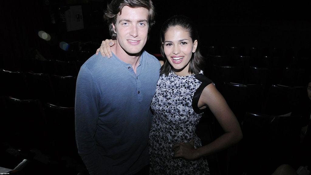 Una pareja de guapos: Raúl Mérida y Sara Sálamo
