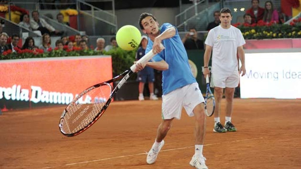 Miguel Ángel Silvestre y Mario Casas, tenistas solidarios