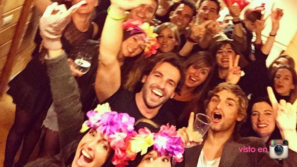 Noelia López y Álex González celebraron la Nochevieja entre amigos y a lo grande