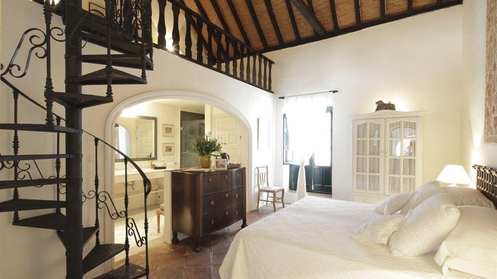Once habitaciones deluxe y tres casitas decoradas por Kuky Mora-Figueroa