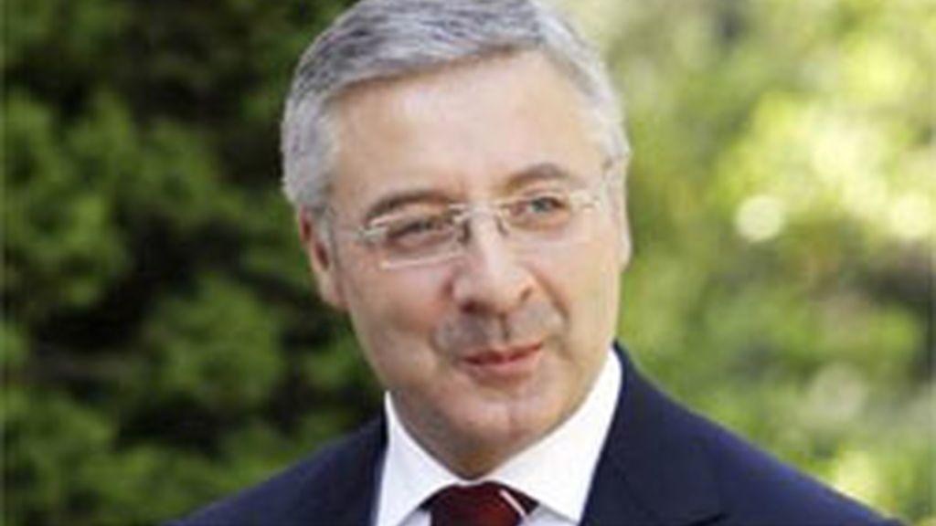 Blanco garantiza a Revilla que el AVE llegará a Cantabria en 2015
