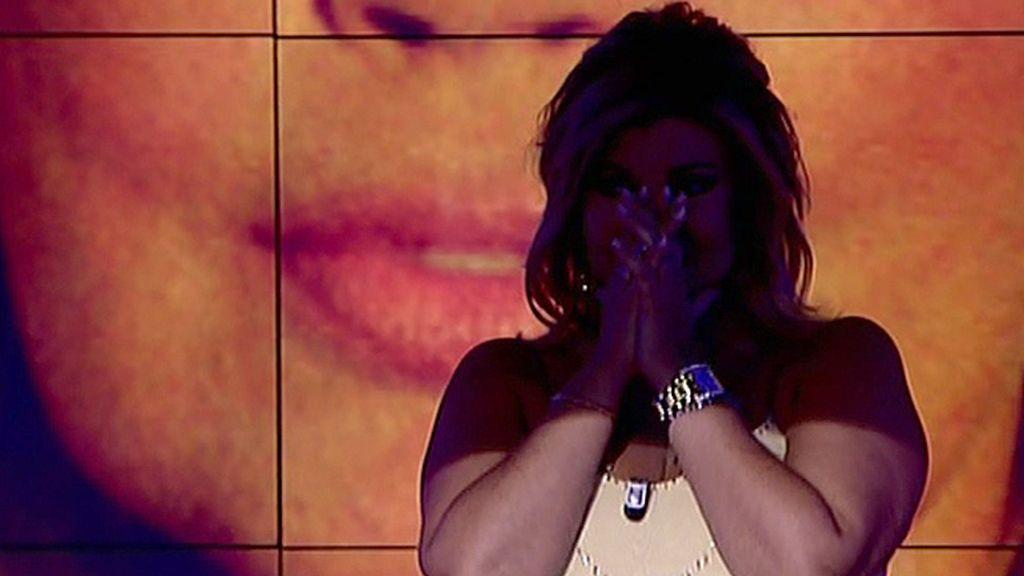 La colaboradora no podía evitar las lágrimas tras recibir el aplauso del público
