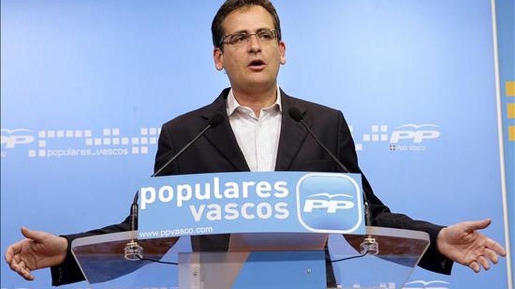 El presidente del PP en el País Vasco, Antonio Basagoiti, durante la rueda de prensa ofrecida esta mañana en Bilbao para analizar los resultados de las elecciones al Parlamento Europeo en Euskadi. EFE/Archivo
