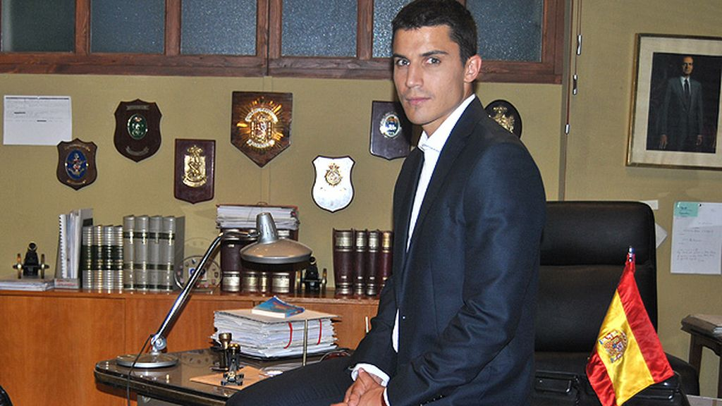 Javier Morey (Álex González), el infiltrado