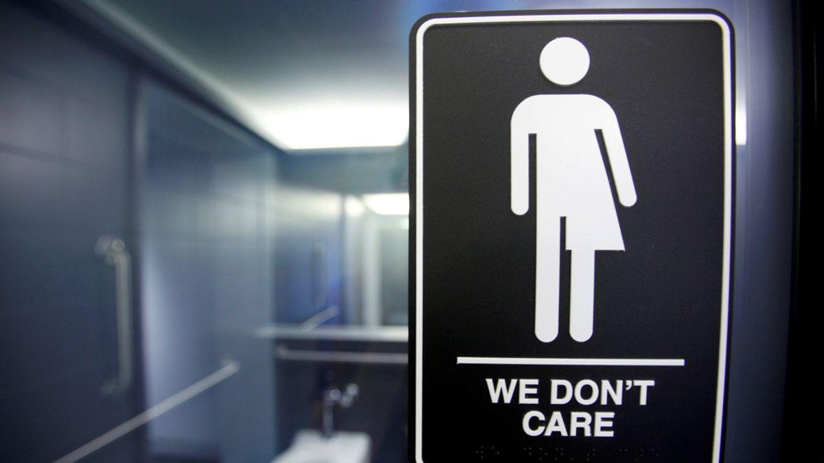 We don't care, ley del baño