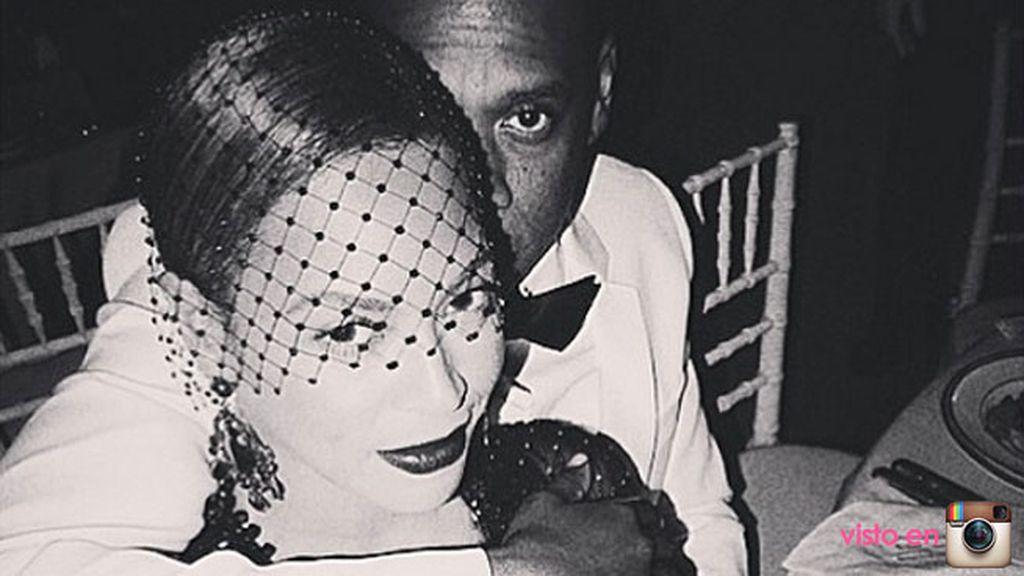 Beyoncé y  Jay Zposaron cariñosos durante la gala