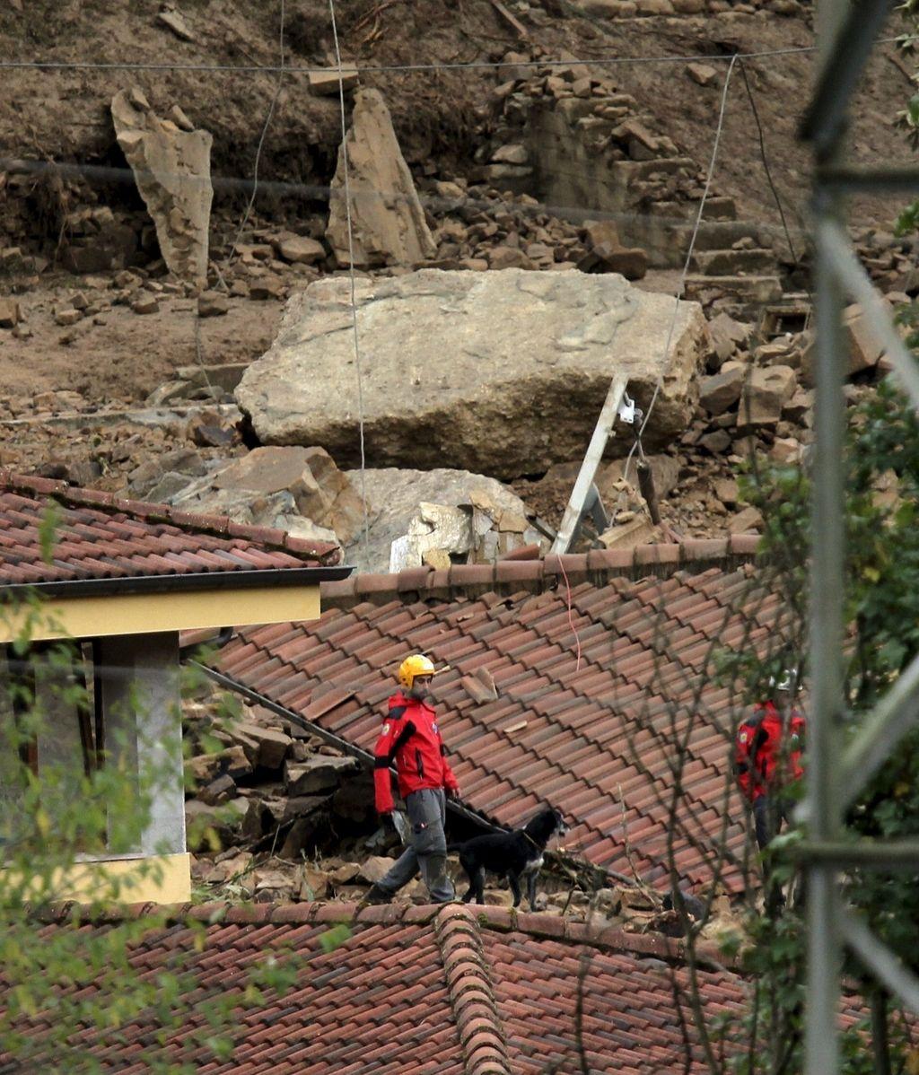 Inundación tras la rutura de un canal de agua en Asturias