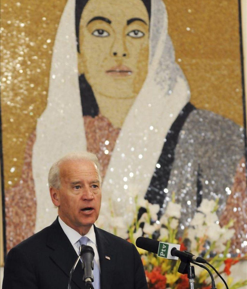 El vicepresidente estadounidense, Joe Biden, interviene durante una conferencia de prensa, en Islamabad, Pakistán. EFE