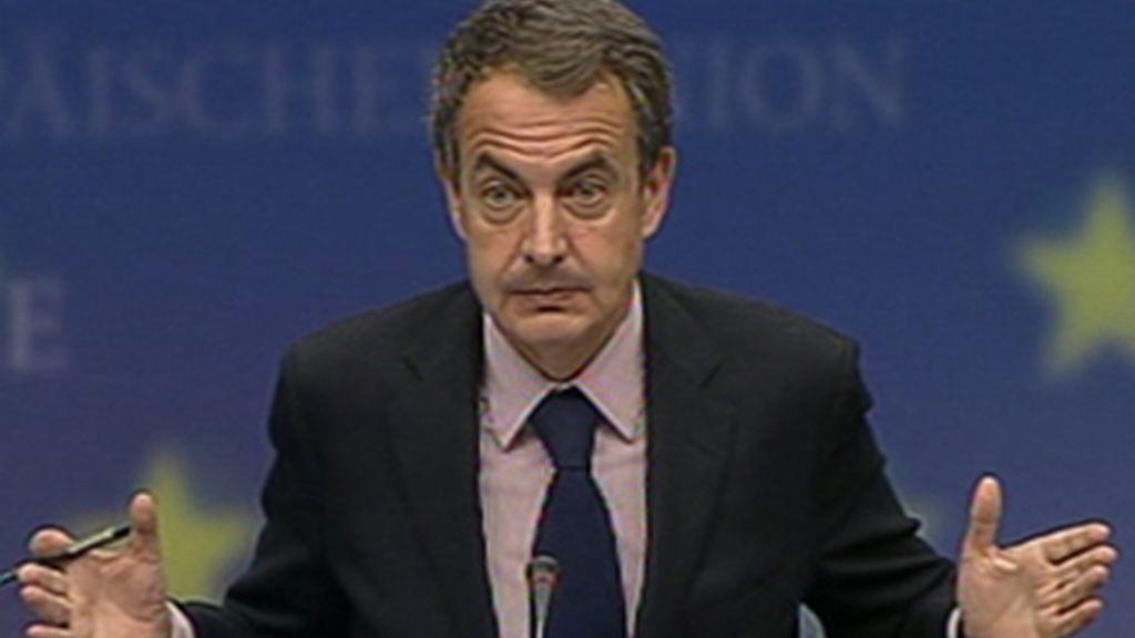"""Zapatero tacha de """"despropósito descomunal"""" los rumores que hablan de rescate a España"""