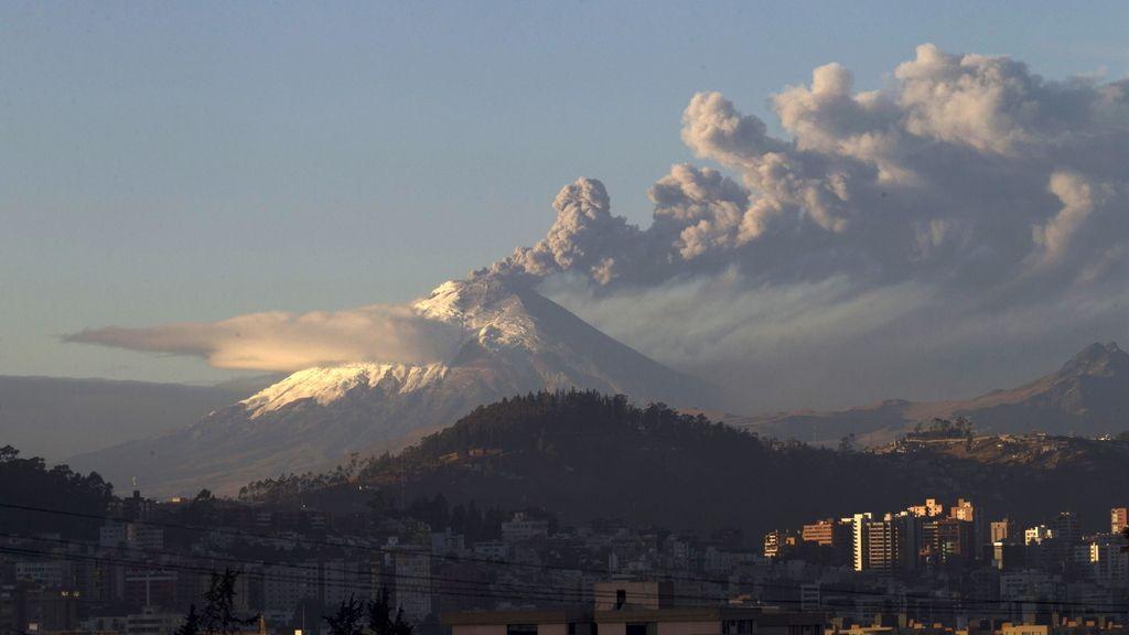 Erupciona el volcán Cotopaxi cerca de la mayor cárcel de Ecuador donde se encuentran decenas de españoles