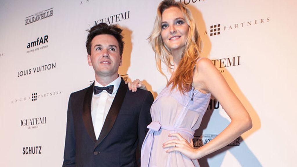 Fabio Bartelt y Carol Trentini, juntos en la fiesta