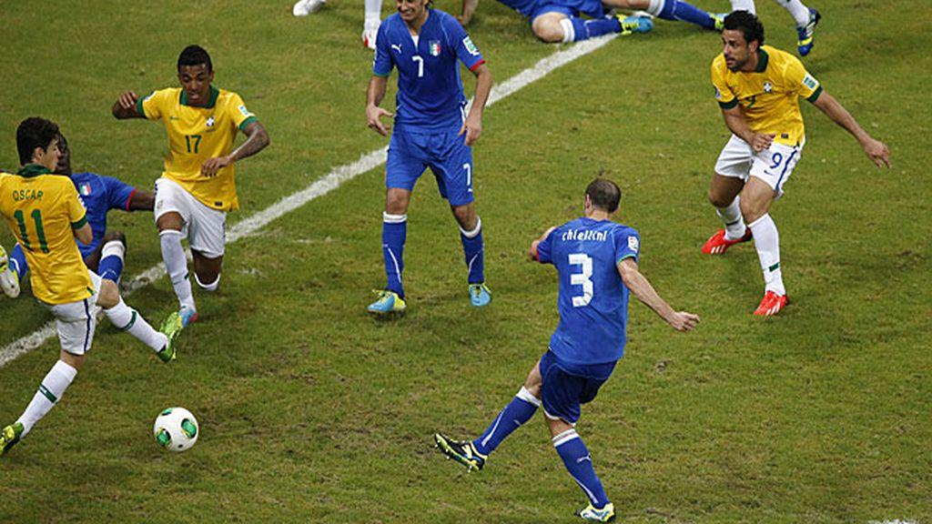 Chiellini marcó el 2-3 para los italianos