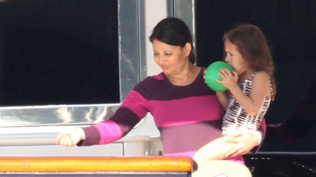 Jennifer López se lleva a Casper de vacas con los mellizos