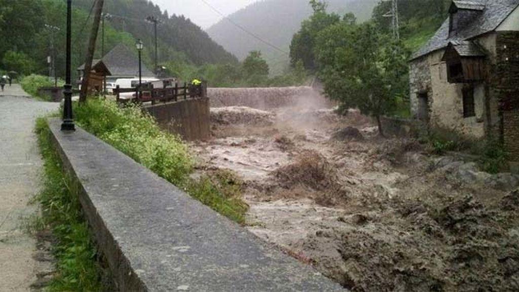 La lluvia deja sin luz a 3.400 personas y obliga a evacuar a 200 en Valle de Arán