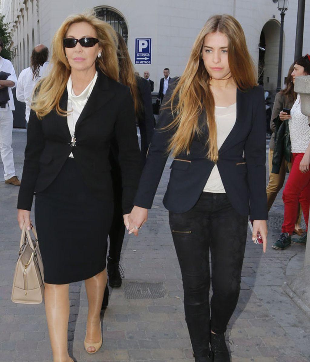 Norma Duval, junto a su sobrina