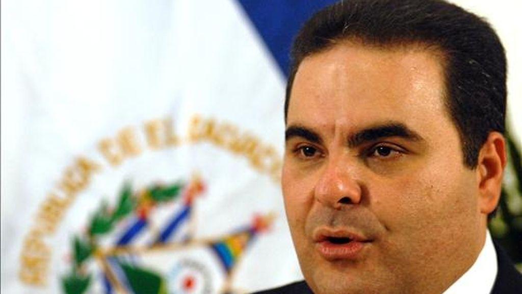 """Elías Antonio Saca, presidente de El Salvador, sostuvo que el país centroamericano""""no está quebrado, está ordenado a pesar de la crisis"""". EFE/Archivo"""