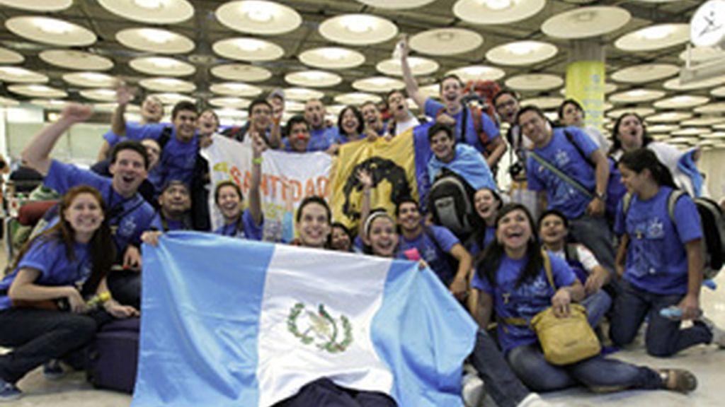 Miles de peregrinos llegan estos dias a Madrid para recibir al Papa. Foto: EFE