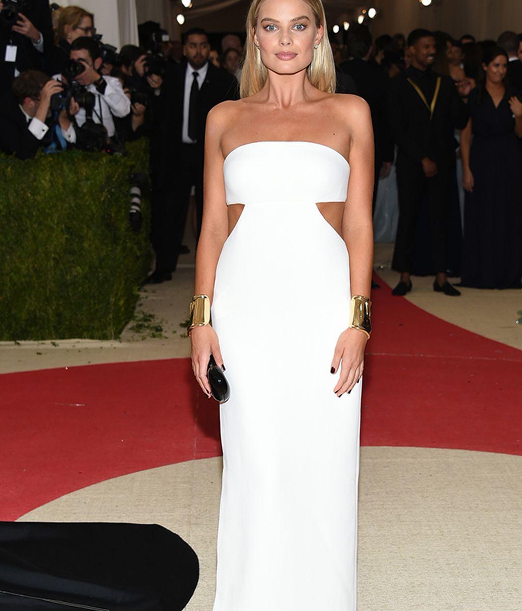 Margot Robbie vestida de Calvin Klein