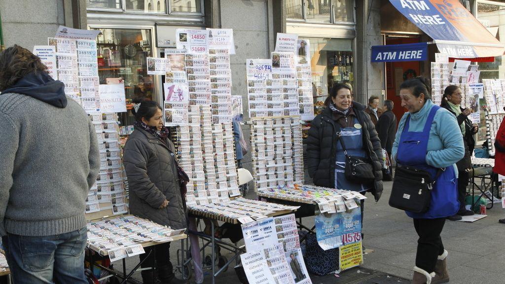 Vendiendo lotería en el centro de Madrid