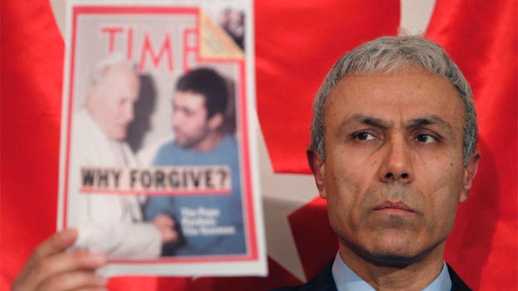 El autor del atentado contra Juan Pablo II acusa al Vaticano de planear el intento de asesinato.