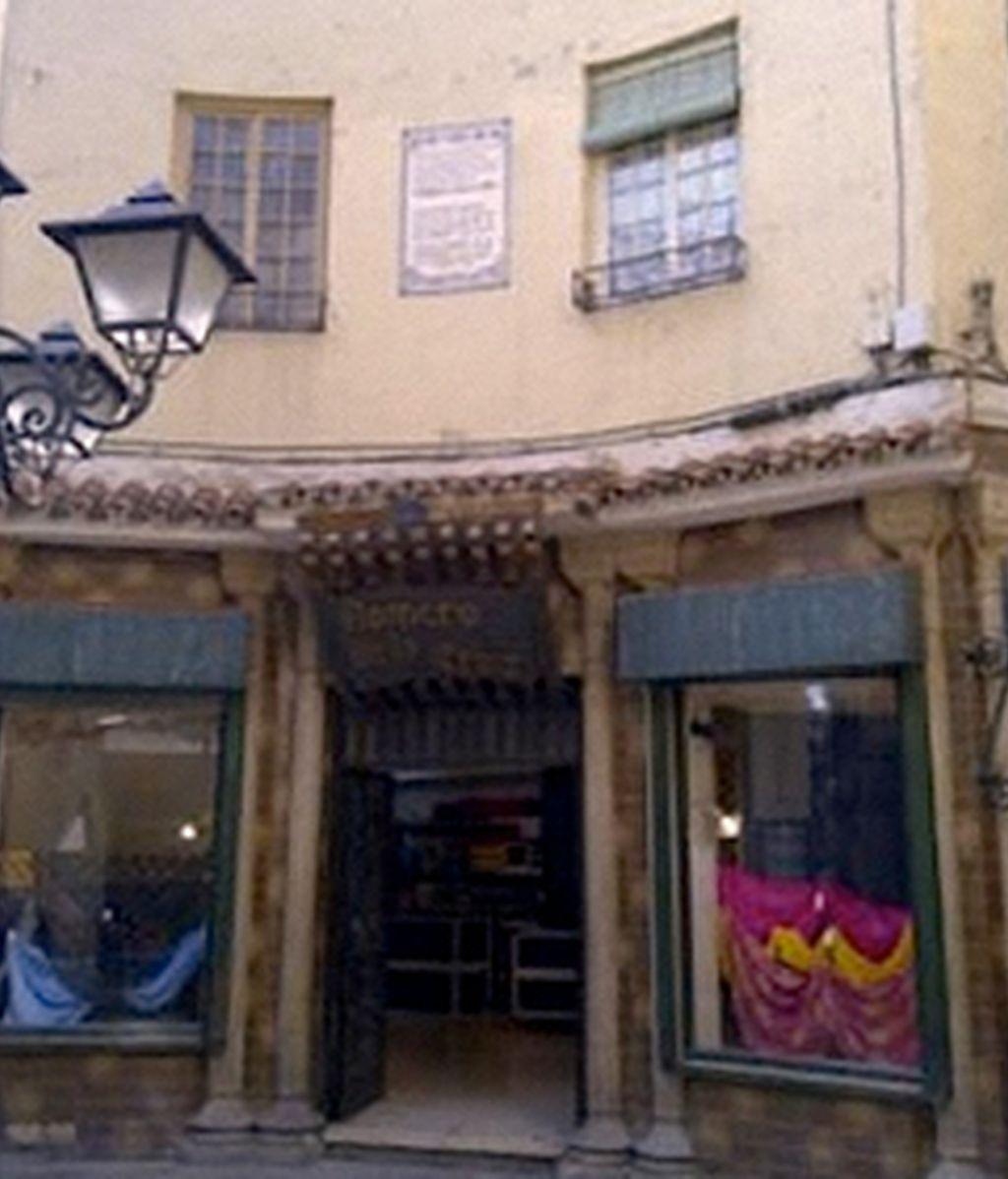 Los versos de García Lorca forman parte también de los espacios donde el poeta compuso su obra. (Fachada del Edificio Chinitas).