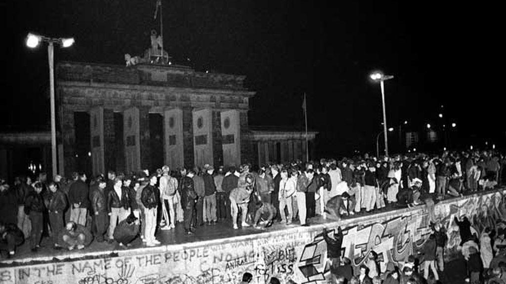 Miles de berlineses del Este y el Oeste cruzaron la frontera