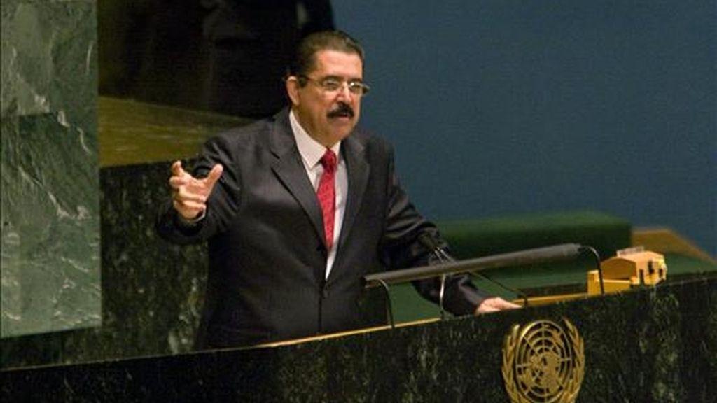 El depuesto presidente de Honduras, Manuel Zelaya, habla ante la Asamblea General de la ONU, en Nueva York, desde donde pide apoyo a la comunidad internacional para regresar al poder. EFE