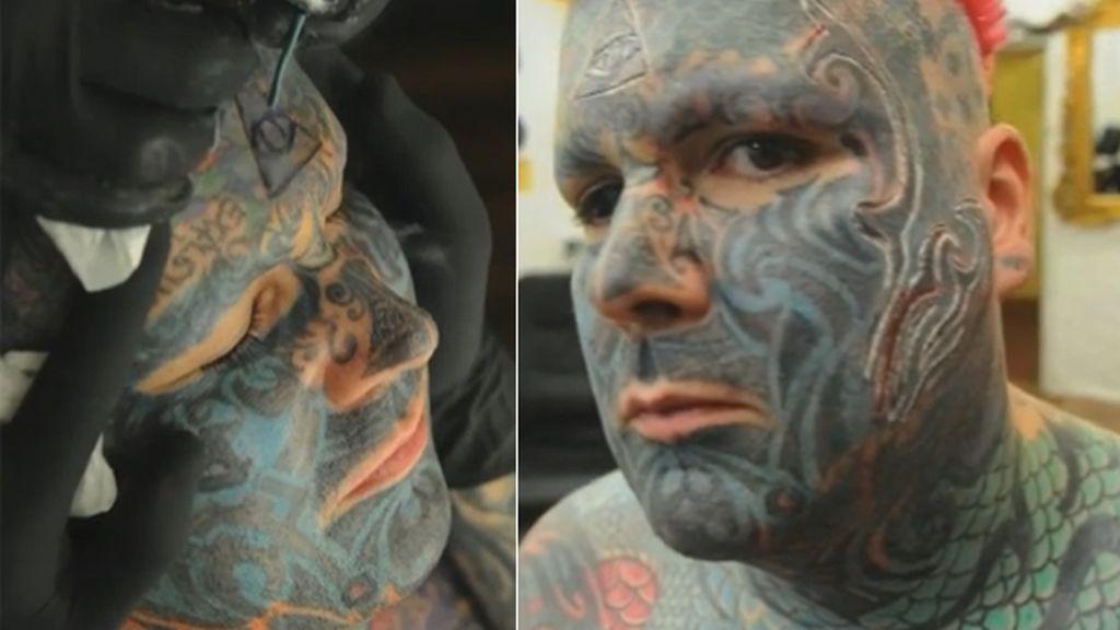 El primer hombre de Reino Unido en hacerse un tatuaje en la cara en 3D