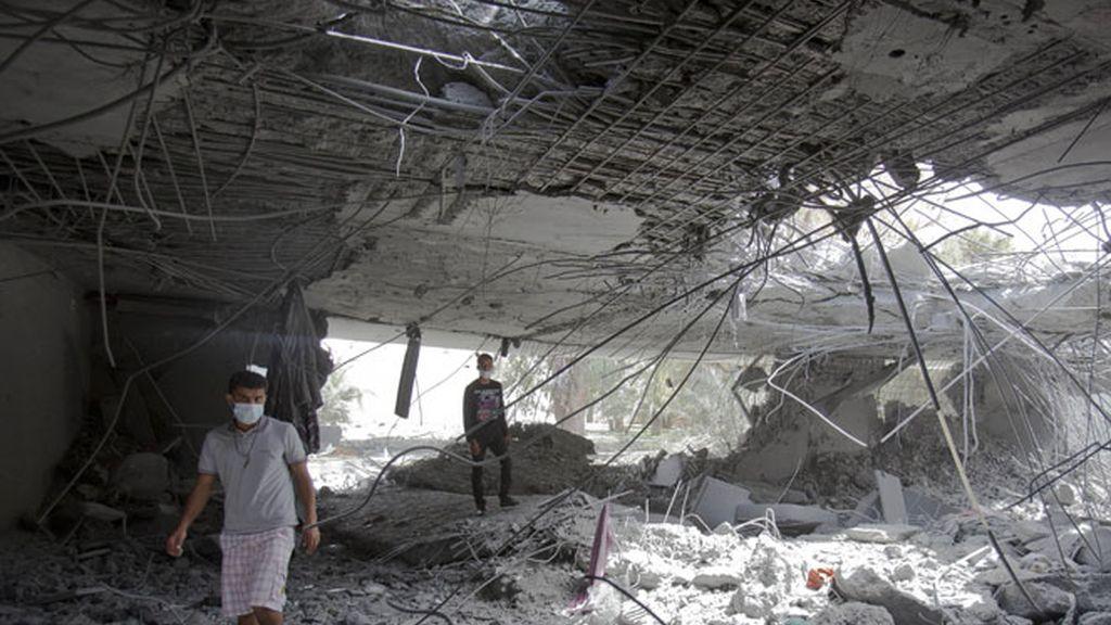Destrozos realizados en el complejo residencial de Gadafi.