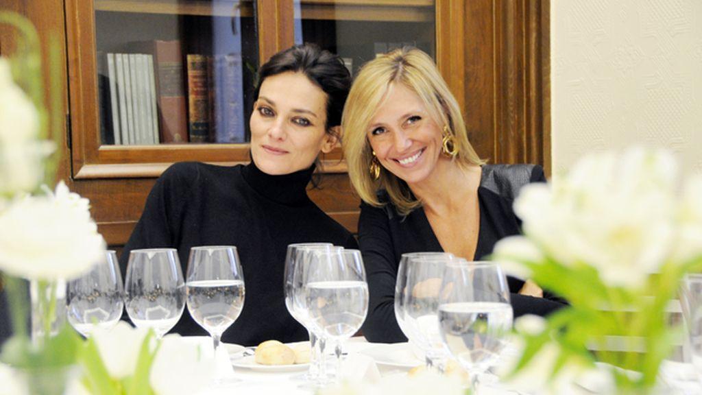 Laura Ponte y Marta Robles en la comida posterior a la entrega de premios