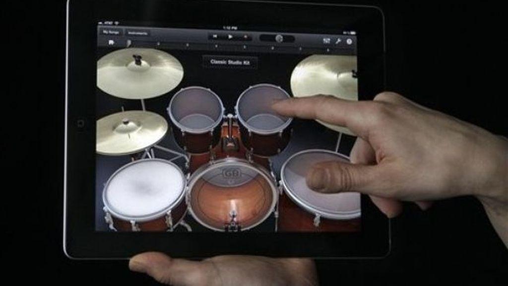 La revolucionaria interfaz 'Multi-Touch' hace que sea muy fácil para cualquier usuario crear y grabar sus propias canciones aun sin conocimientos musicales.