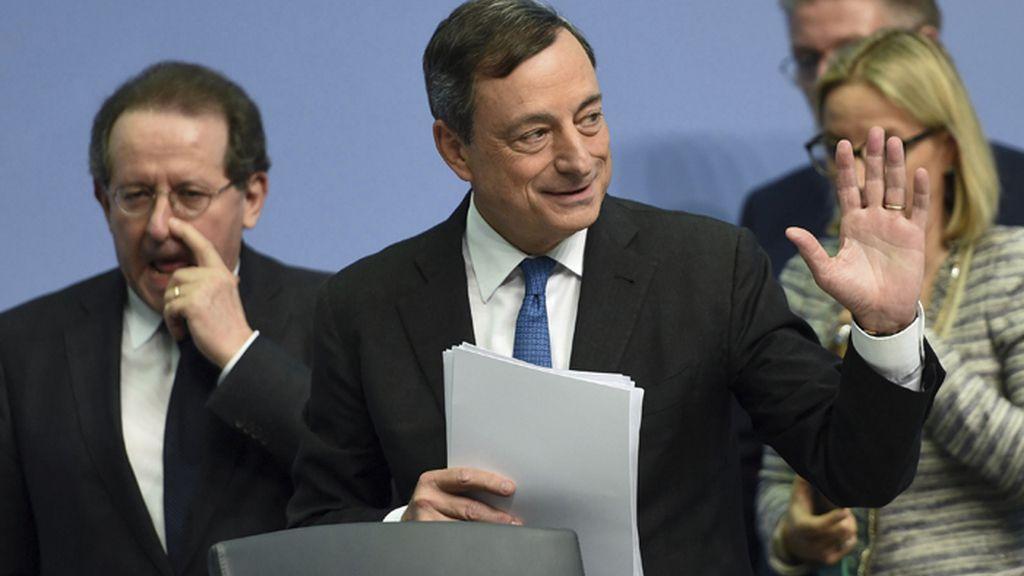 El BCE decide aumentar los créditos de emergencia para los bancos griegos