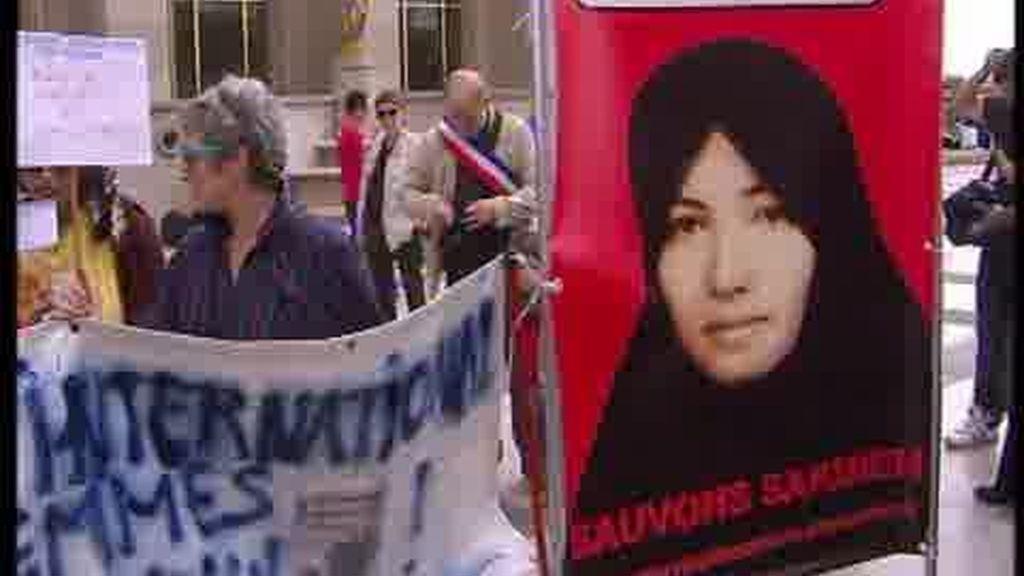 Irán cede a la presión internacional