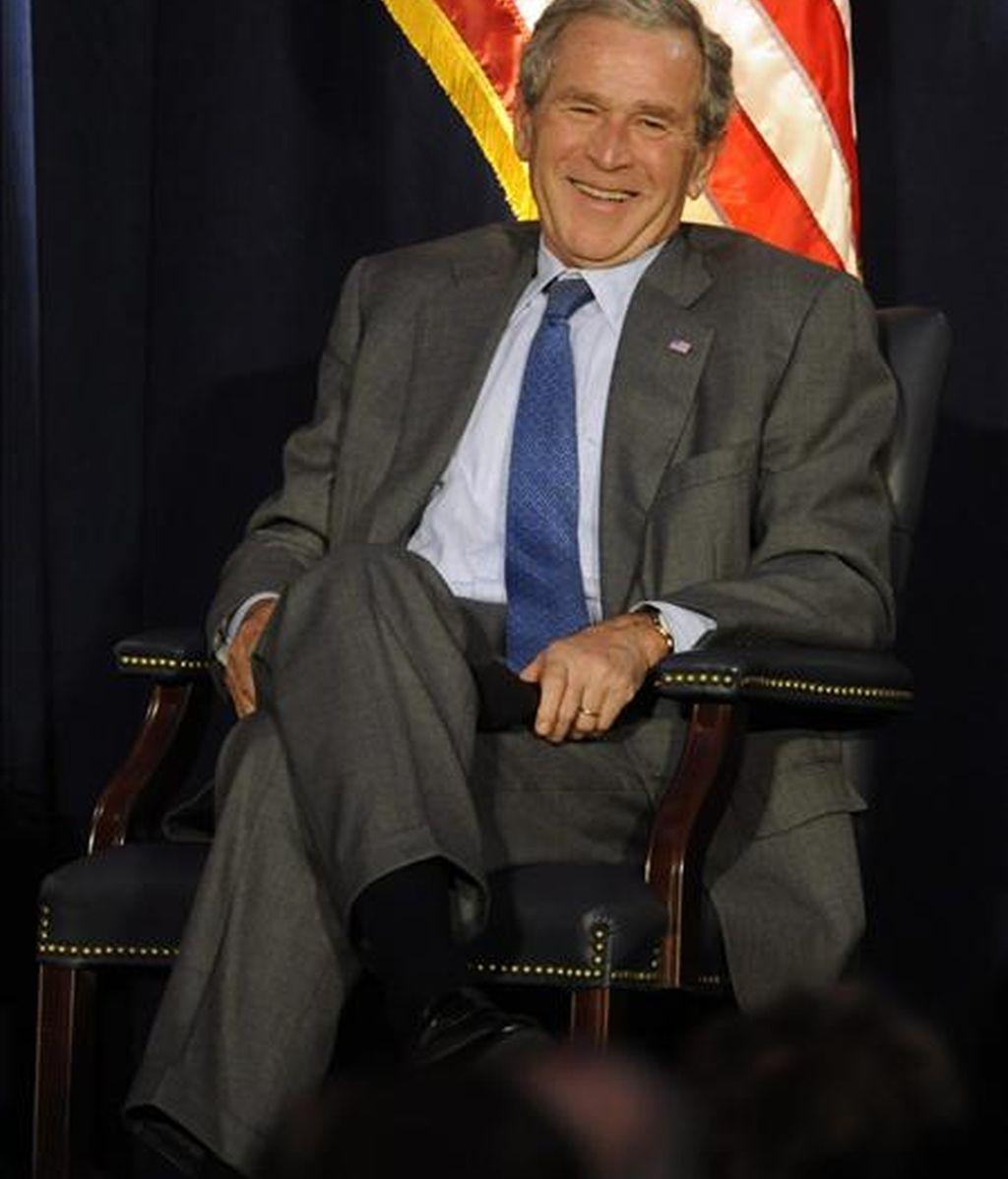 El ex presidente Bush, que durante sus ocho años de mandato fue criticado por las dos guerras abiertas en Irak y Afganistán, y crisis como la desatada por la mala gestión tras el huracán Katrina, ha logrado el 47 por ciento del apoyo. EFE/Archivo