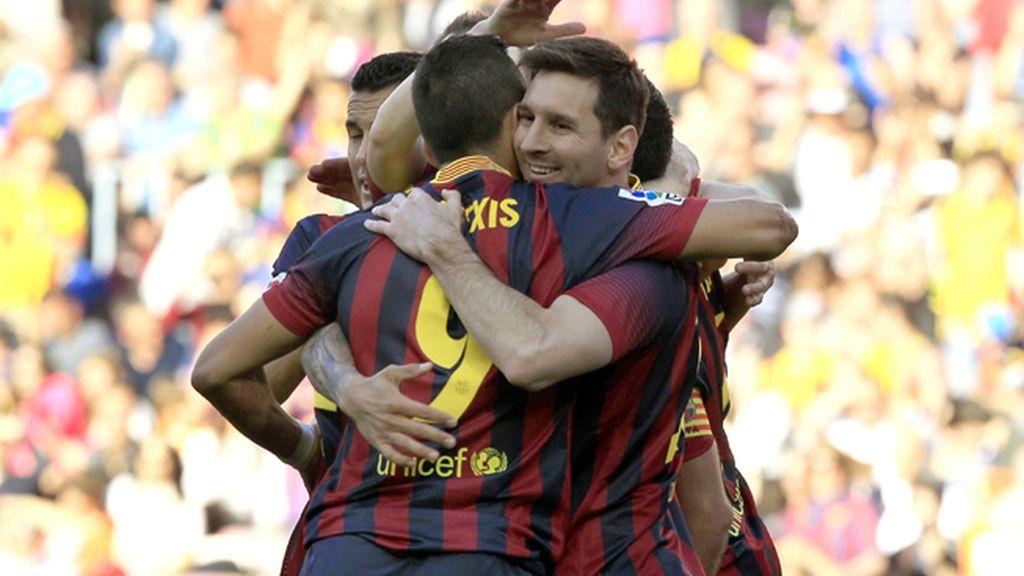 Dos penaltis salvan a mal Barça