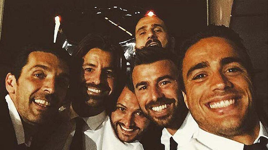 Festival de 'selfies' juventinos en el Bernabéu