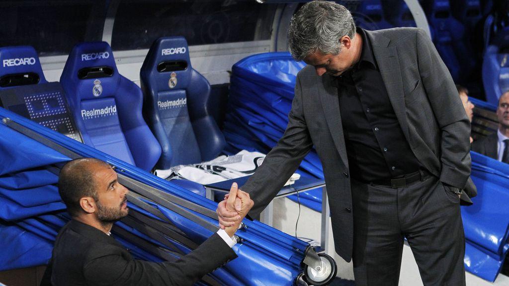 Guardiola y Mourinho se dan la mano en 2010