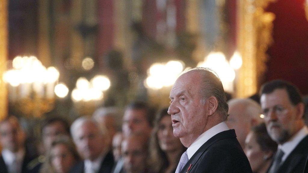 El rey en la recepción del cuerpo diplomático en el Palacio Real