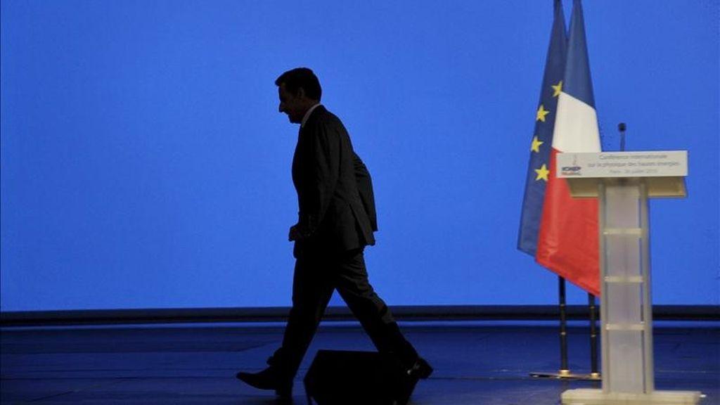 En la imagen, el presidente francés, Nicolas Sarkozy, tras pronunciar un discurso durante la Conferencia Internacional de Física de Altas Energías (ICHEP) celebrada en París, Francia. EFE/Archivo