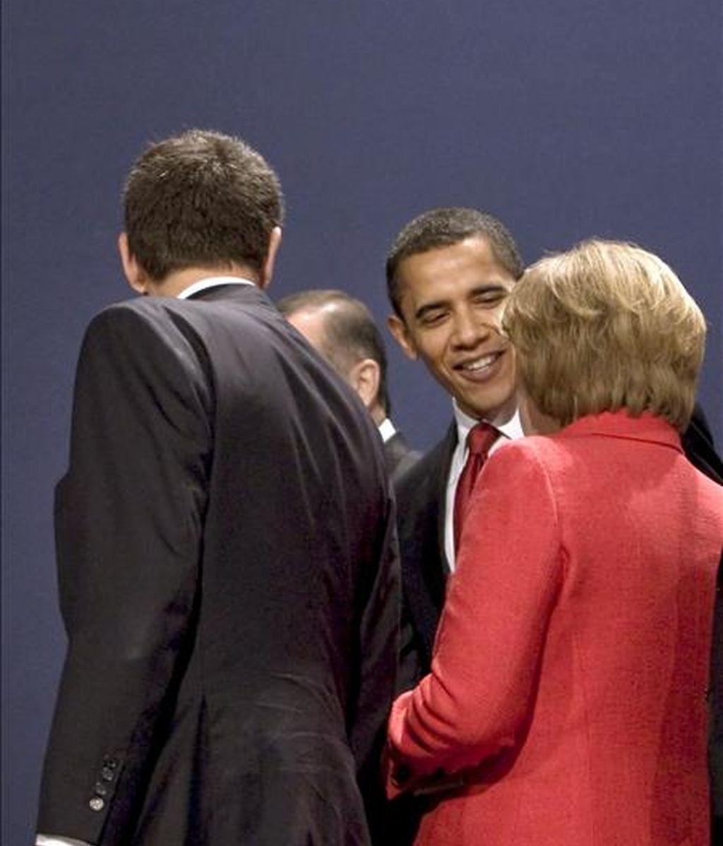 El presidente del Gobierno español, José Luis Rodríguez Zapatero; el presidente de EEUU, Barack Obama, y la canciller alemana, Angel Merkel (i-d), tras la foto de familia de la cumbre del G-20, en Londres. EFE