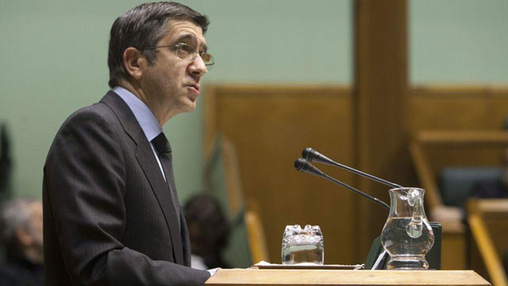 El lehendakari, Patxi López, durante su intervención en el pleno del Parlamento Vasco