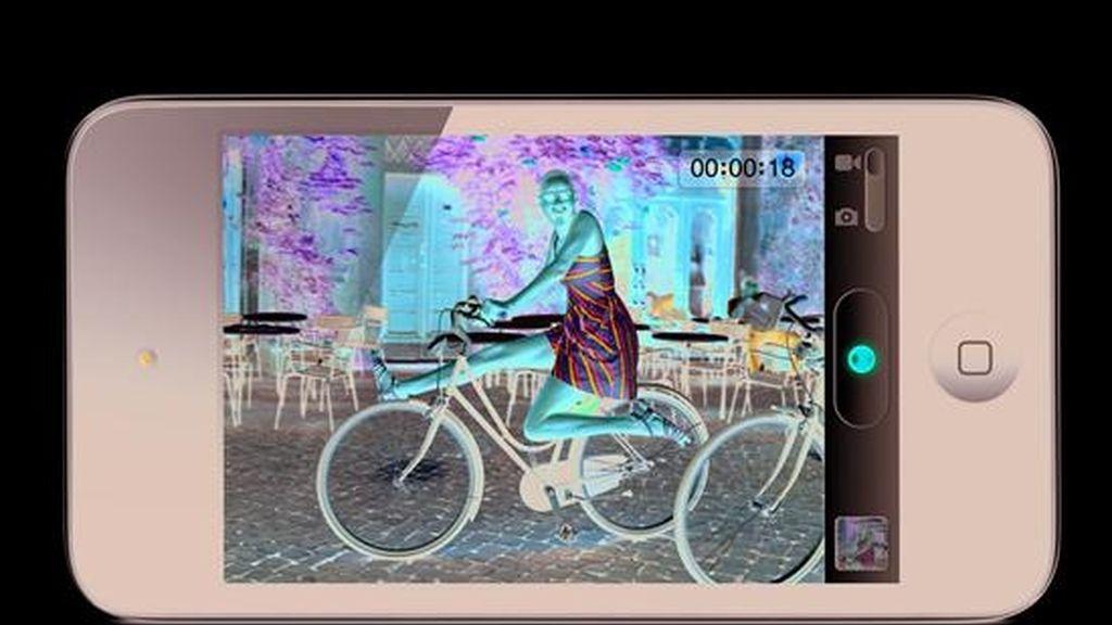 Imagen cedida este 1 de septiembre del nuevo Ipod Touch lanzado por la empresa de tecnología Apple en San Francisco, EE.UU. EFE